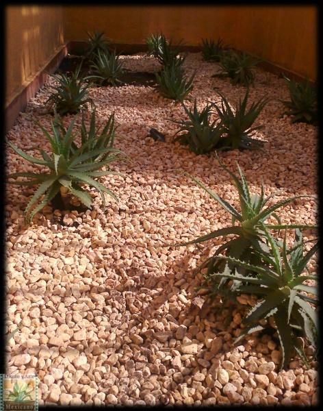Gravilla para jardin grava volcnica negra para jardn for Jardines pequenos con grava
